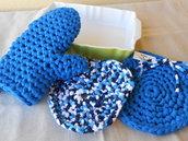 Per la festa della mamma, guanto  forno e sottopentola in fettuccia riciclata.