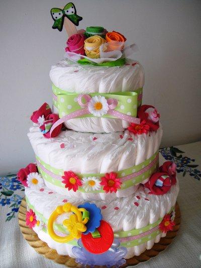 """Torta di pannolini con bouquet di bavaglini e rose di calzini """"Chicco Verde Deluxe"""""""
