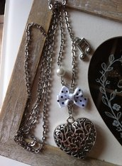 Collana in acciaio con cuore traforato, perlina, fiocco e nota musicale