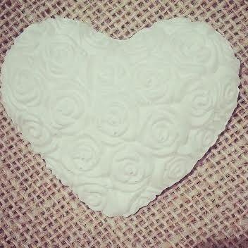 Gessetti profumati-cuore con rose in rilievo-6,5 cm
