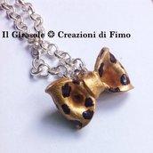 Collana con catena girocollo e fiocco leopardato dipinto a mano