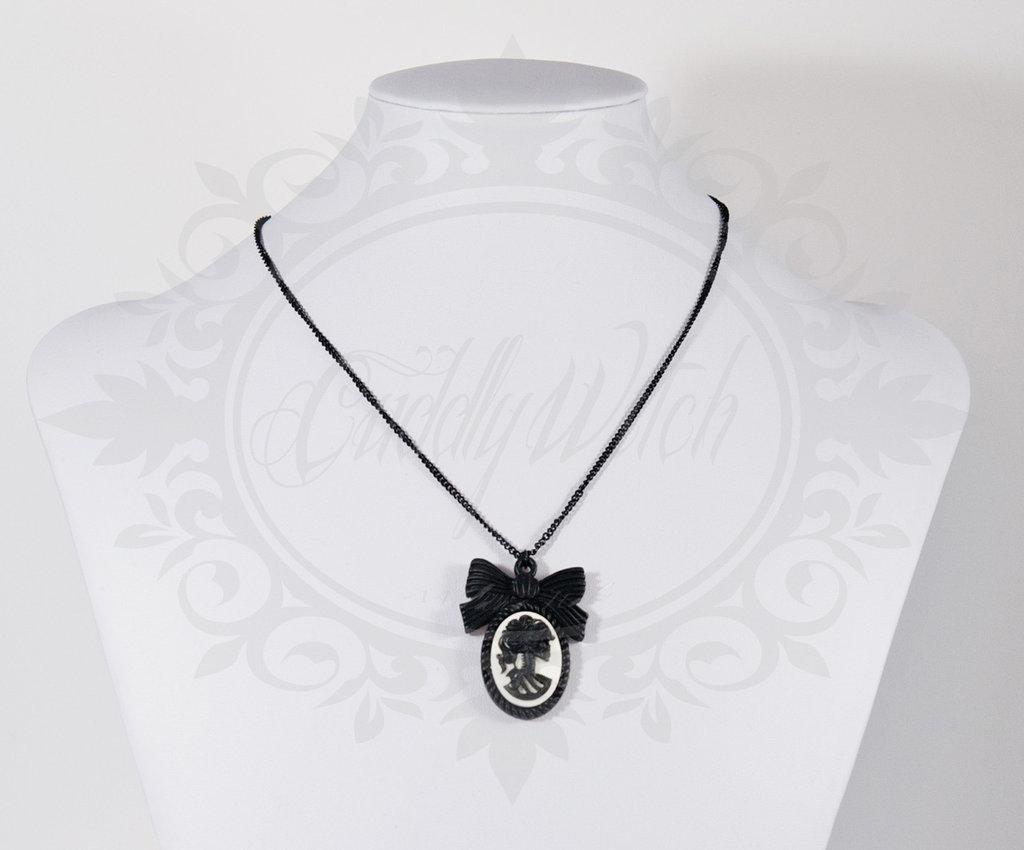 collana lady of the dead 25x18 cammeo nero e bianco, base fiocco resina, catena nera fiocco retro- goth lolita pin up rockabilly alternative