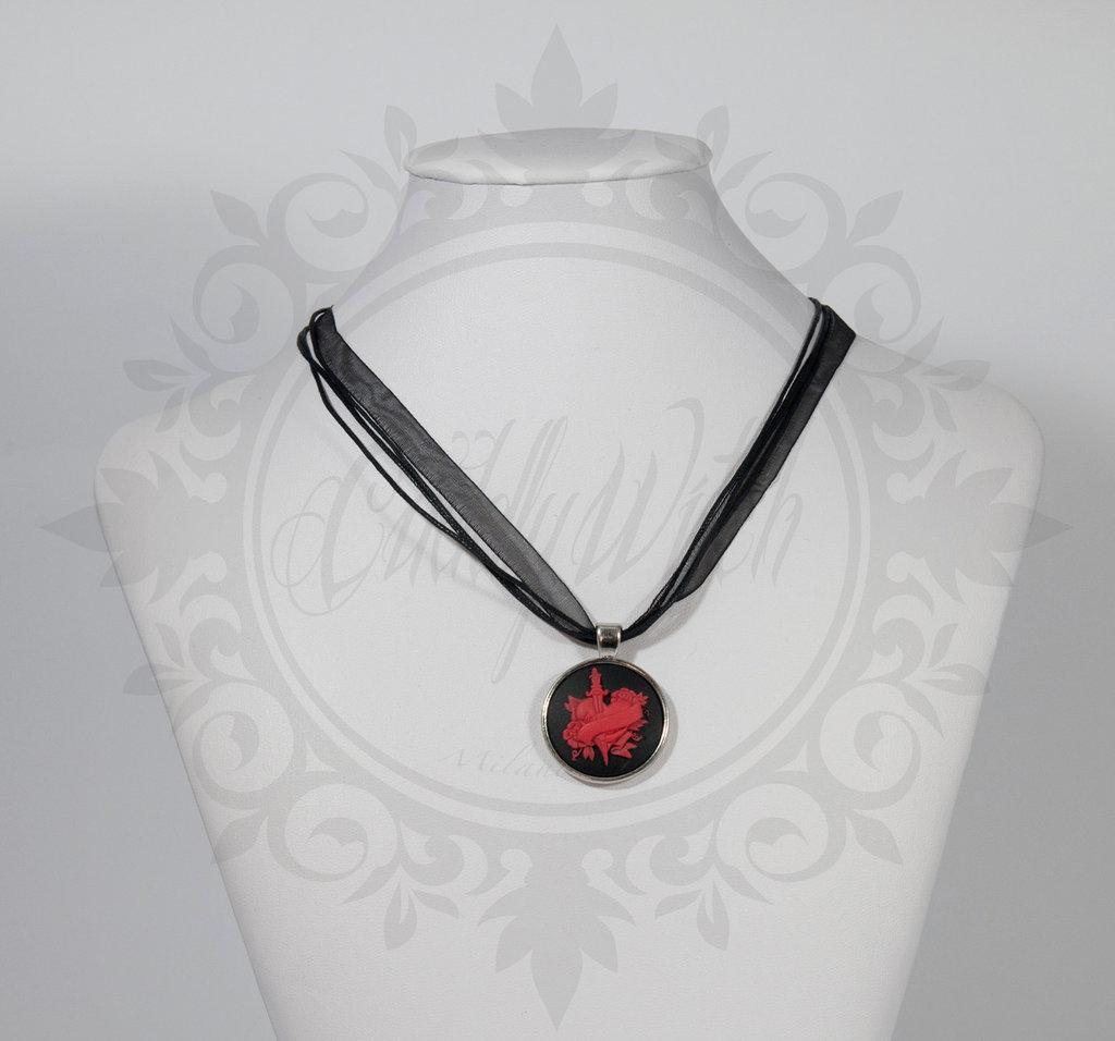 collana cammeo rotondo 25 mm cuore trafitto traditional tattoo nero e rosso- pin up kawaii rockabilly retro goth lolita