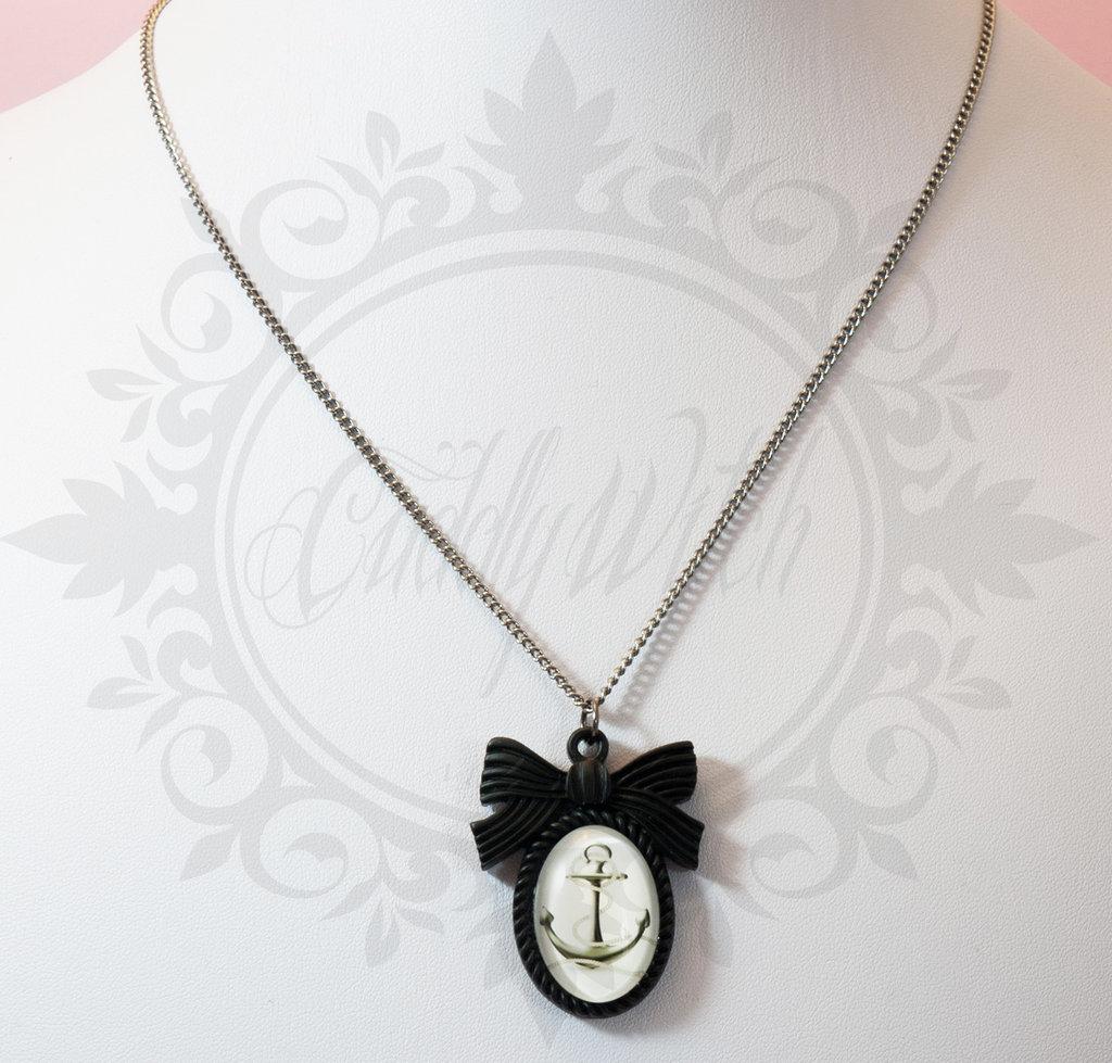 collana cammeo ancora bianco grigio, base resina nera fiocco, cuore su retro - romantico pin up kawaii rockabilly retro goth lolita