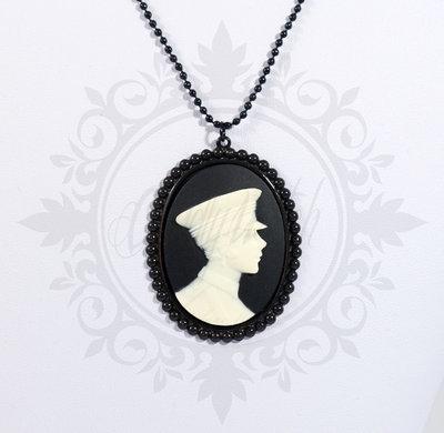 collana cammeo 40x30 nero e bianco silhouette, base in metallo nero - pin up kawaii rockabilly retro goth lolita