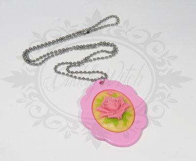 collana cammeo 30x40 fiore rosa case giallo chiaro. base in resina rosa - romantico pin up kawaii rockabilly retro goth lolita