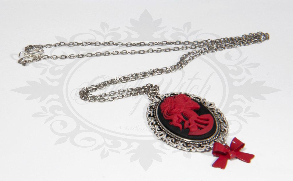 collana lady of the dead 25x18 cammeo nero e rosso, base metallo lavorato fiocco rosso metallico - goth lolita pin up rockabilly alternative