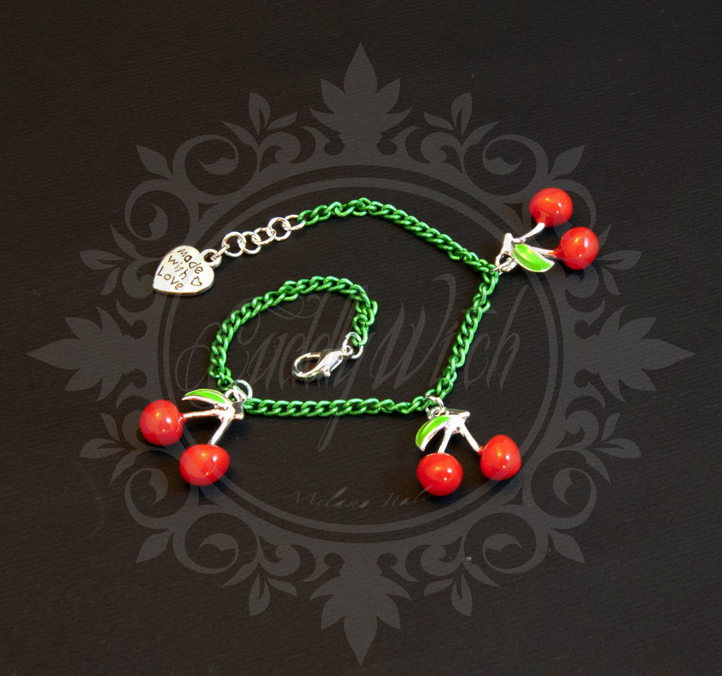 SUPER SCONTO SALDI!bracciale catena verde, tre ciliegie smaltate, chiusura cuore Made With Love - christmas kawaii lolita pin up