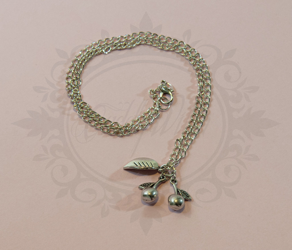 Collana con ciliegie in metallo argentato anticato - cherry pin up rockabilly retro kawaii goth lolita