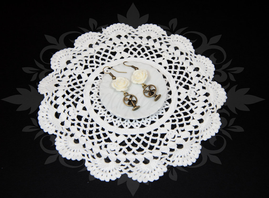 SALDI OFFERTA! orecchini ottone/bronzo, ventilatori e rosa rosellina bianca - key antique bronze pin up rockabilly goth lolita kawaii retro