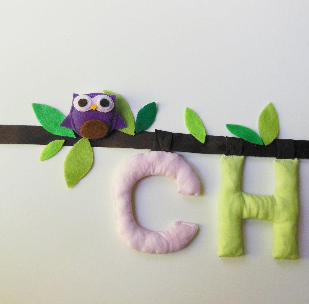 CHIARA: Targa per nome in cotone con lettere imbottite per decorazioni di stoffa per la cameretta.
