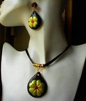 Collana girocollo porta fortuna amuleto quadrifoglio in fimo strass