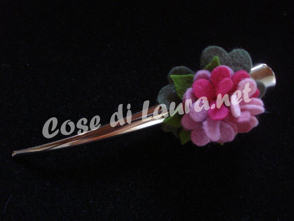 Becco fermacapelli con fiore