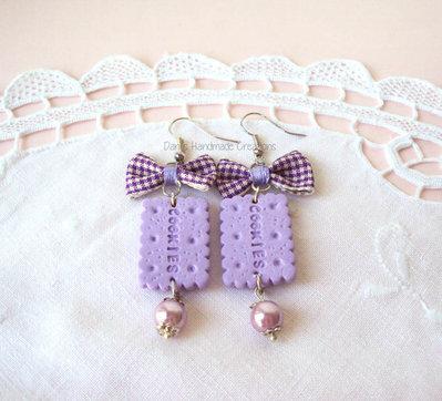 Orecchini biscotti in fimo con fiocchi lilla scozzesi e perline