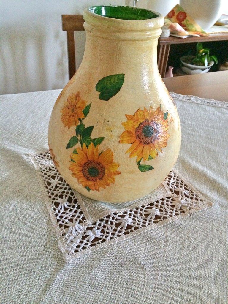 Damigiana in vetro decorata con tecnica decoupage