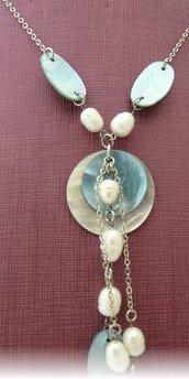 collana con perle di fiume e madreperla