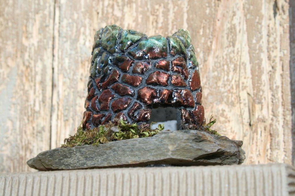 nuraghe con base in pietra sarda
