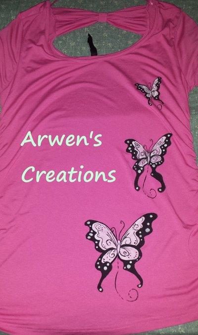 maglietta dipinta a mano con farfalle