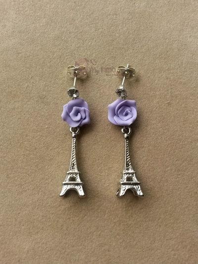 Orecchini a lobo pendenti con Torre Eiffel e rose fimo