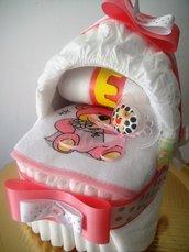 Culla di pannolini con ciuccio per bimba - Idea regalo nascita