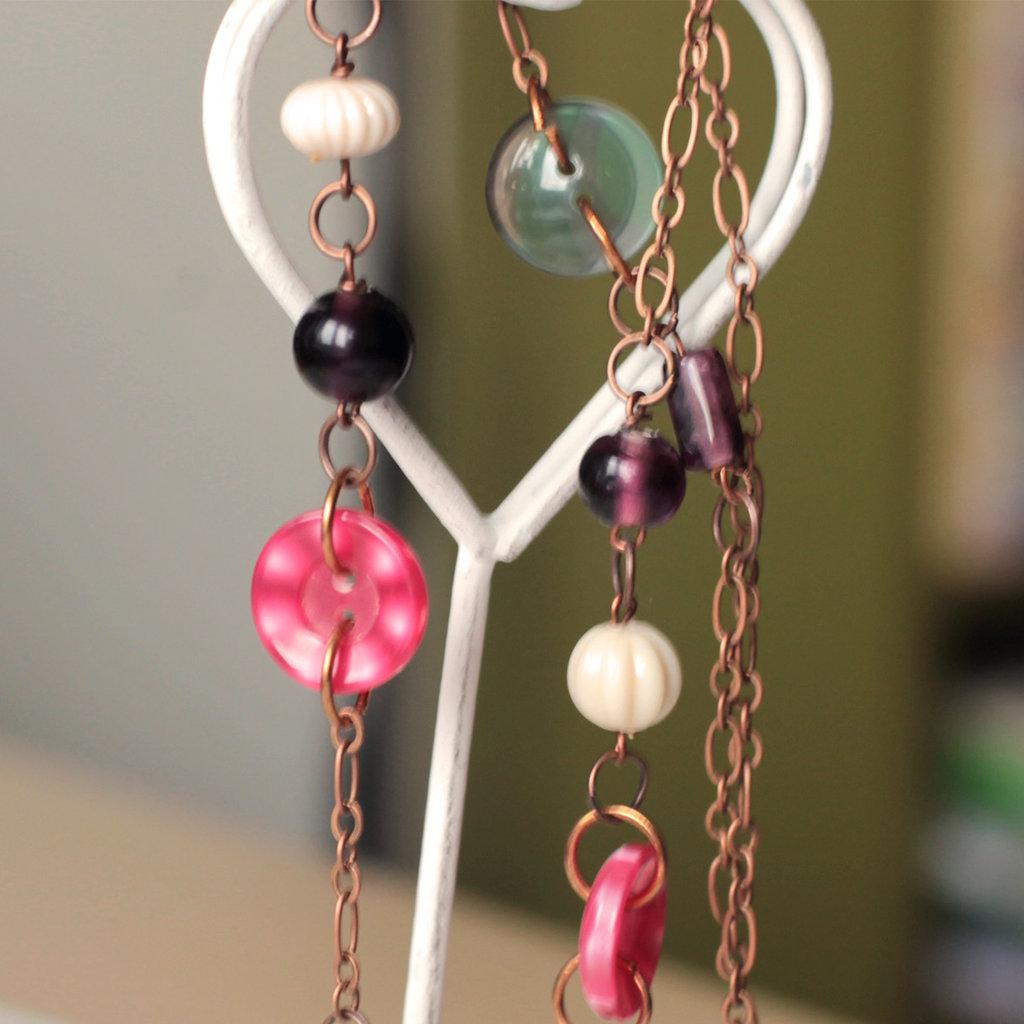 C10.14 - Collana in rame anticato con bottoni e perle colorate - Linea Retro