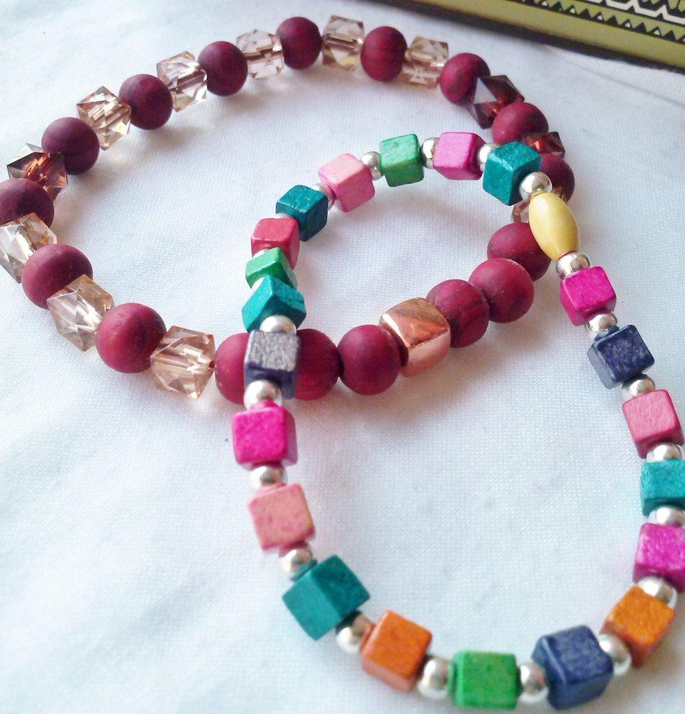 SALDI   8 Bracciali ad elastico perle legno e metallo varie tonalità colore