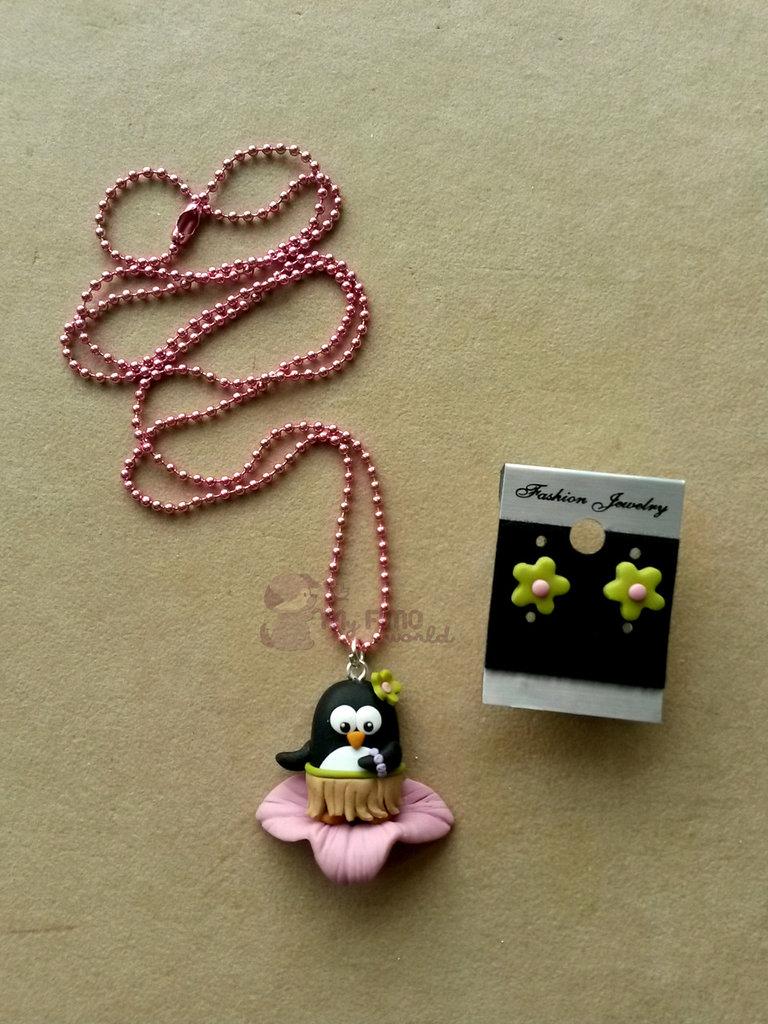 Collana con pinguina hawaiana + orecchini a lobo fiore fimo