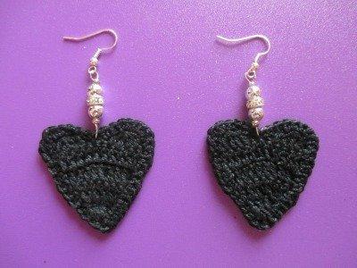 orecchini a forma di cuore nero