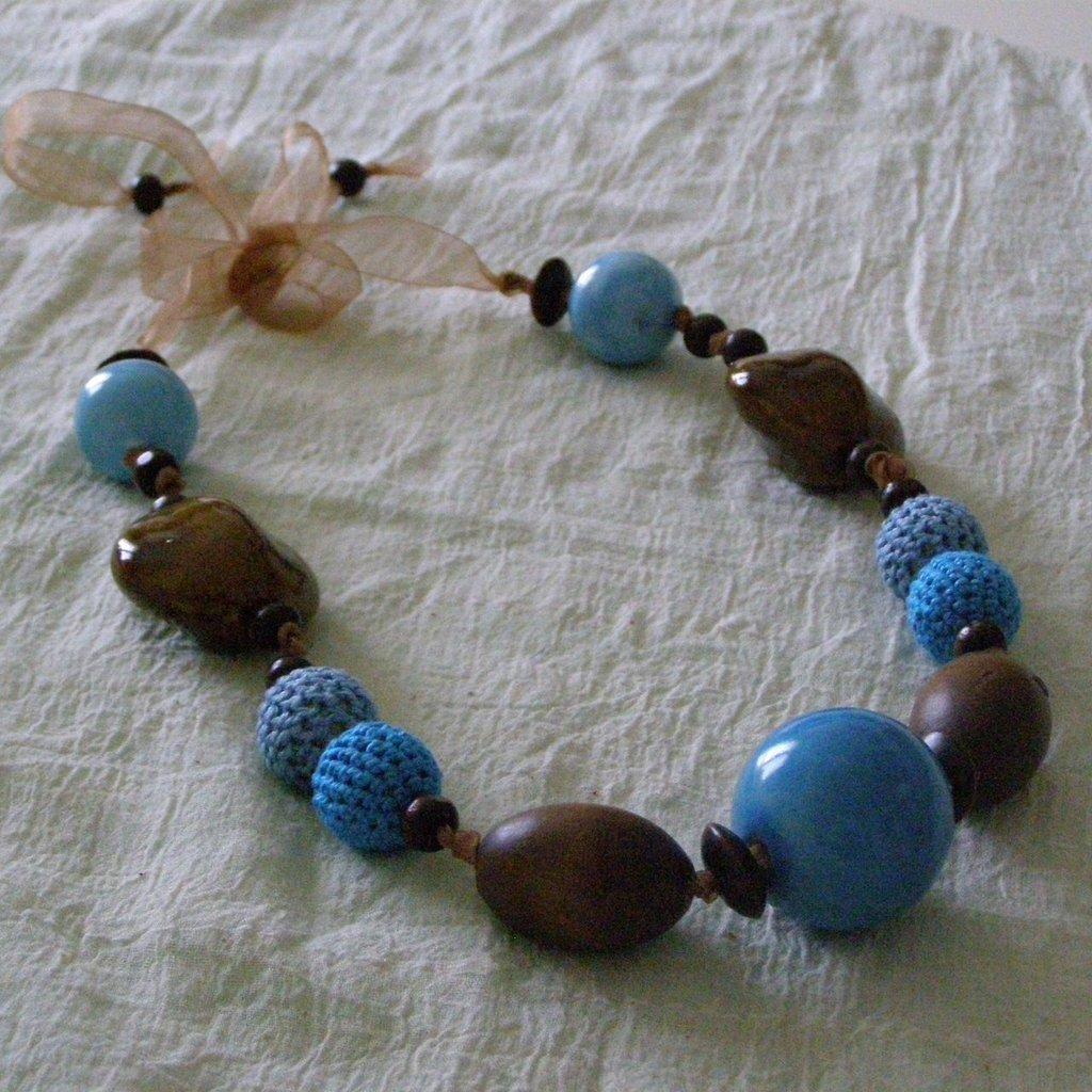 """Collana """"etnica"""" azzurro e legno"""