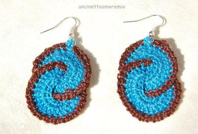 Orecchini uncinetto - double circle - in blu chiaro e marrone