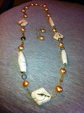 collana ed orecchini con perle di fiume ed elementi in pietra