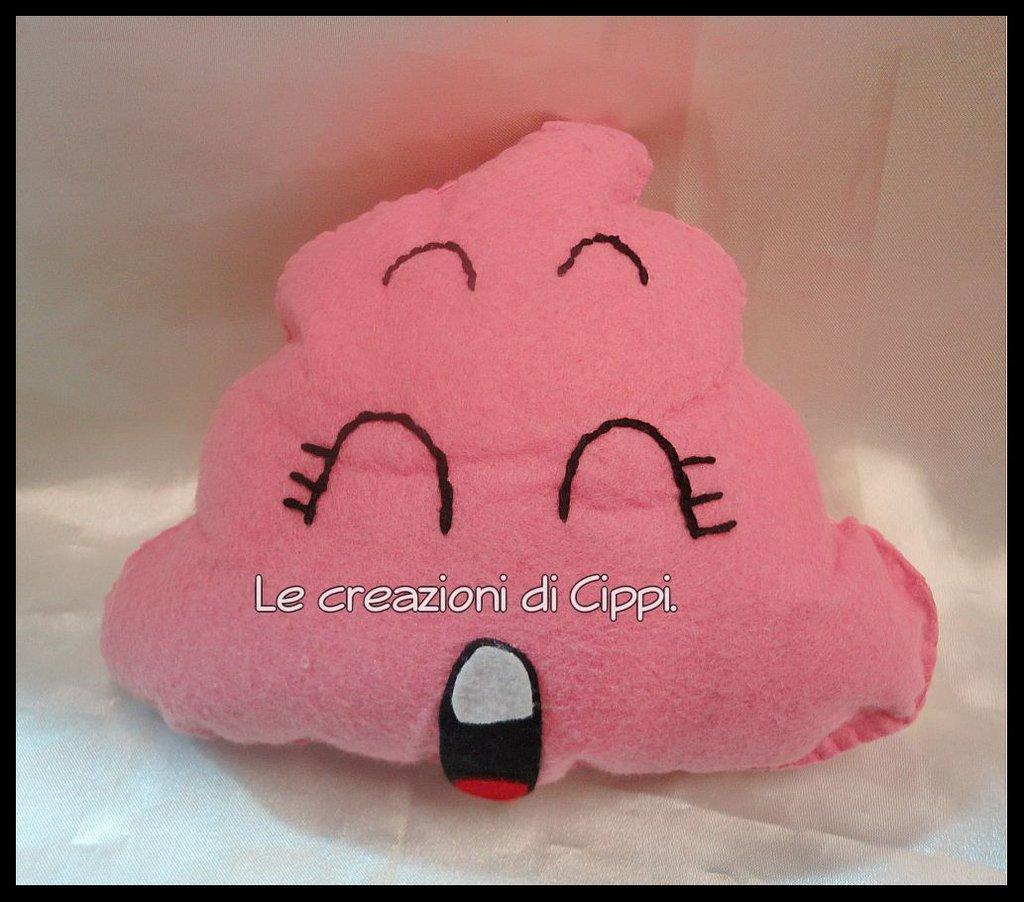 Pupazzo in pannolenci cacca rosa di Arale fatto a mano.