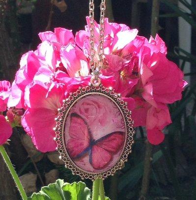 Collana Cammeo in Vetro Farfalla Rosa