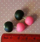Orecchini palline rosa fluo e nero in fimo