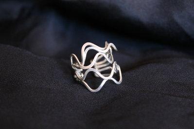 """Anello """"Medusa"""" realizzato in argento battuto"""