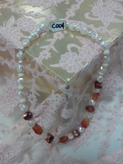 Collana corta perla avorio e vetro marrone