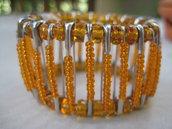 Bracciale con spille e perle arancioni