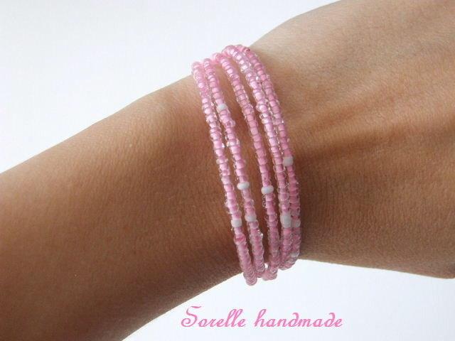 Braccialetti di perline di colore rosa o blu