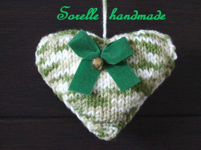 Cuore a maglia verde e bianco