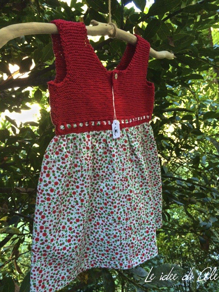 Abito bimba con corpetto in maglia di cotone rosso rubino e gonna in piquet floreale.