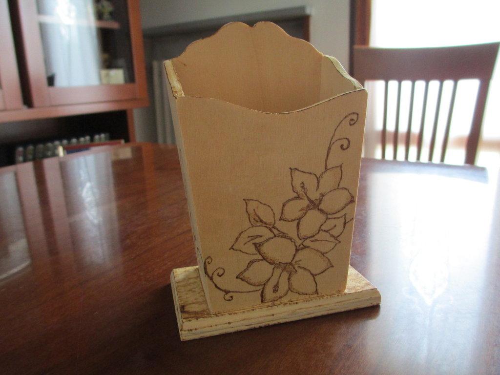 Portapenne di legno decorato per la casa e per te - Decorazioni pirografo ...