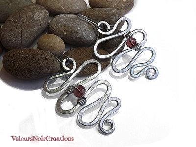 Orecchini serpente celtico in metallo martellato creati a mano