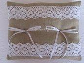 Cuscino porta fedi in lino naturale e pizzo bianco