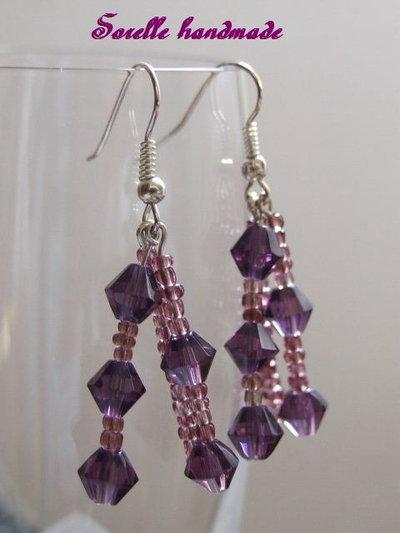 Orecchini con perle di vetro viola