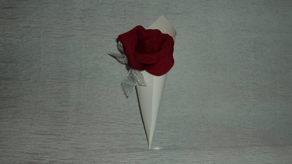 coni riso confettata artigianali bocciolo rosa rosso