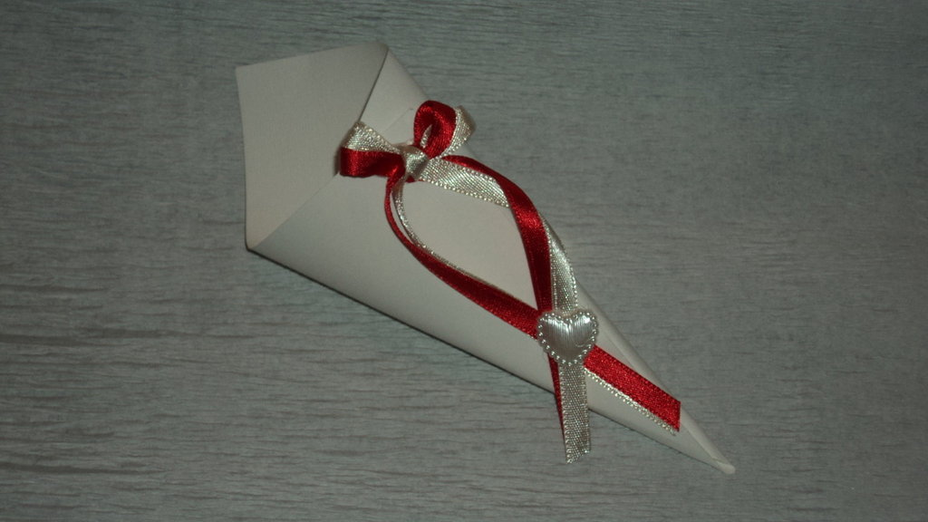 coni riso confettata artigianali rosso/panna con cuore
