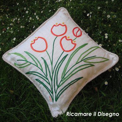 """Schema cuscino """"Tulipano"""" ricamo a punto catenella, punto erba, punto pieno"""