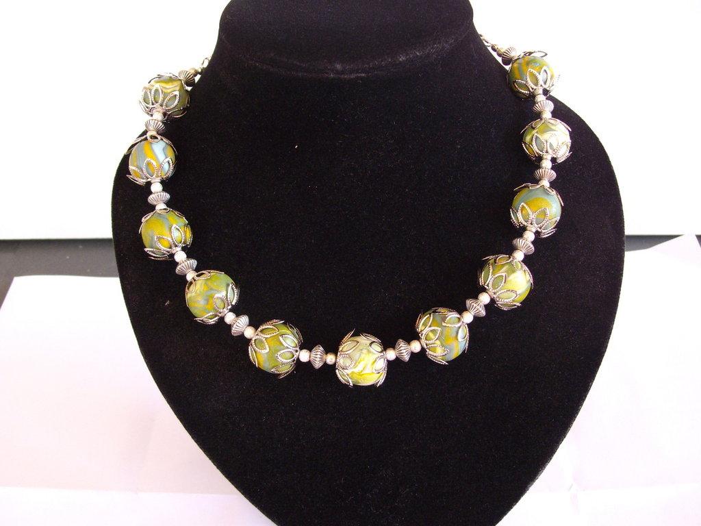 Collana in argento con perle sfumate in fimo fatte a mano.