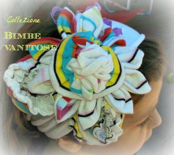 fascia per capelli bianca con fiore in tessuto