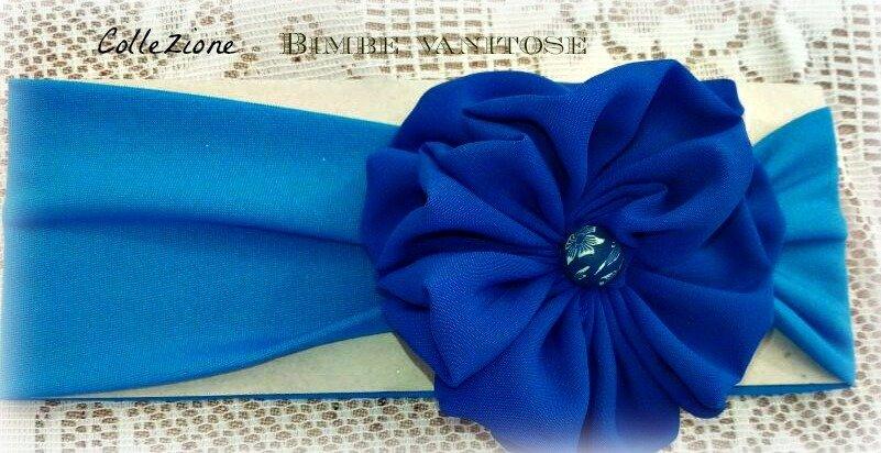 fascia per capelli blu con fiore in tessuto